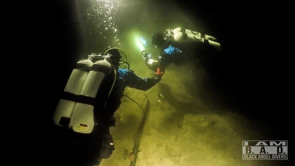 Nurkowie podczas szkolenia nurkowania głębokiego Deep Diver