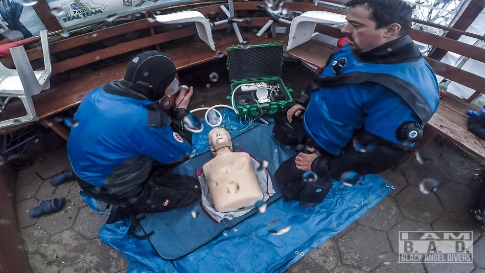 Oxygen First Aid w przypadku poważnych objawów DCI