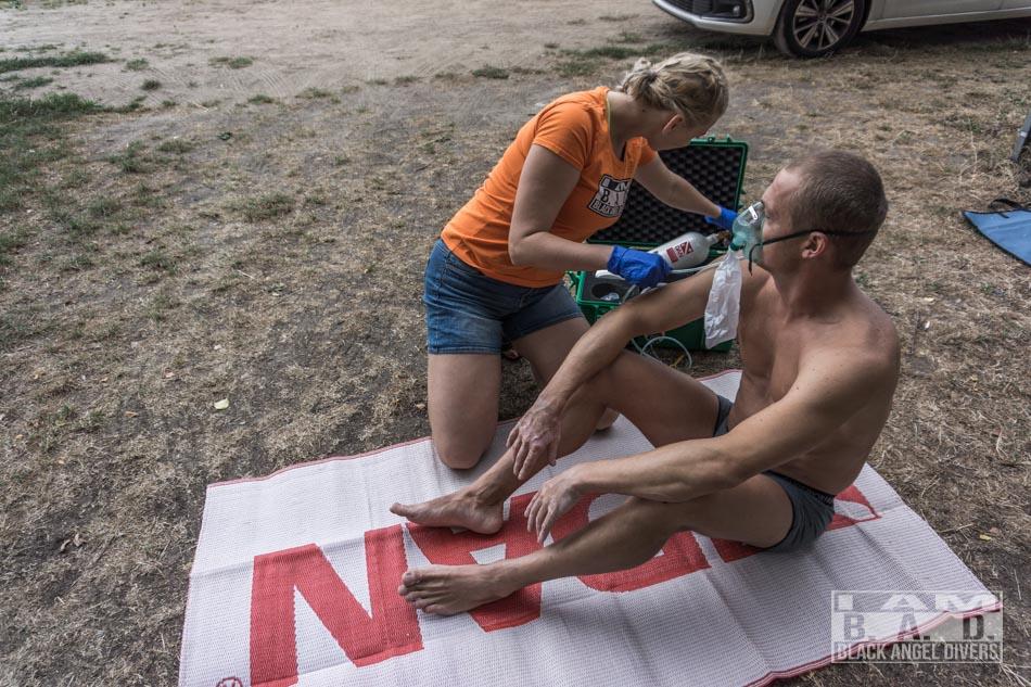 Udzielanie pierwszej pomocy nurkowi