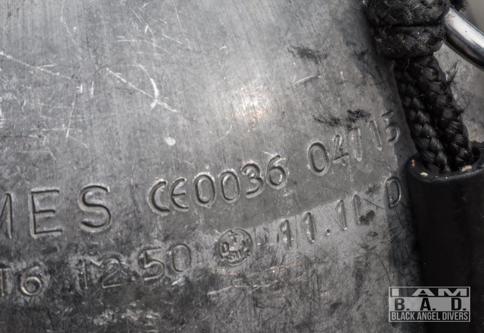 Cechy nabite na butli nurkowej - data produkcji