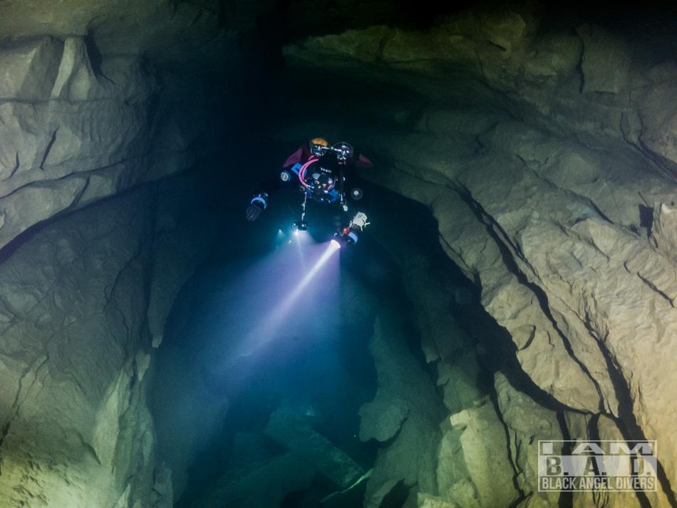 Latarka nurkowa SeaYa LED32W Zoom