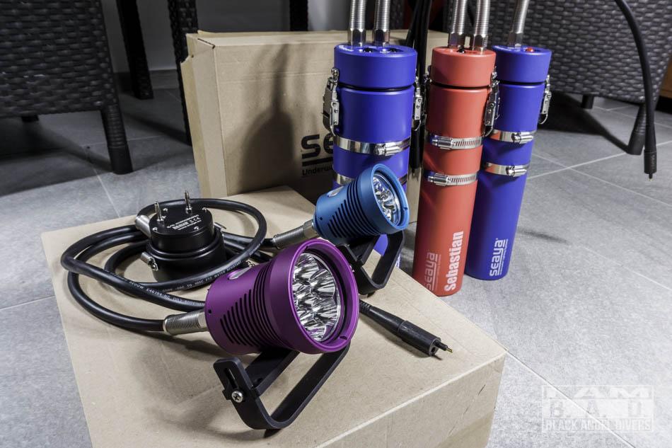 Kolorowe latarki nurkowe SeaYa
