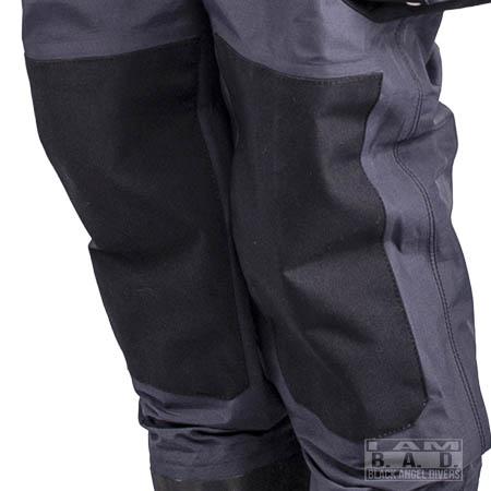 Łaty na kolanach w suchym skafandrze
