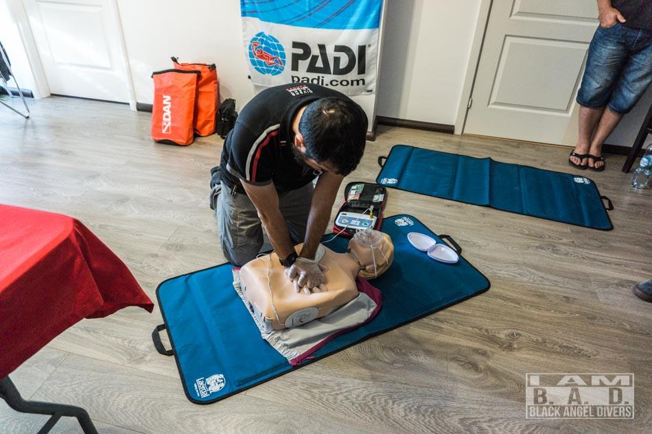 Resuscytacja z użyciem AED podczas szkolenia DAN