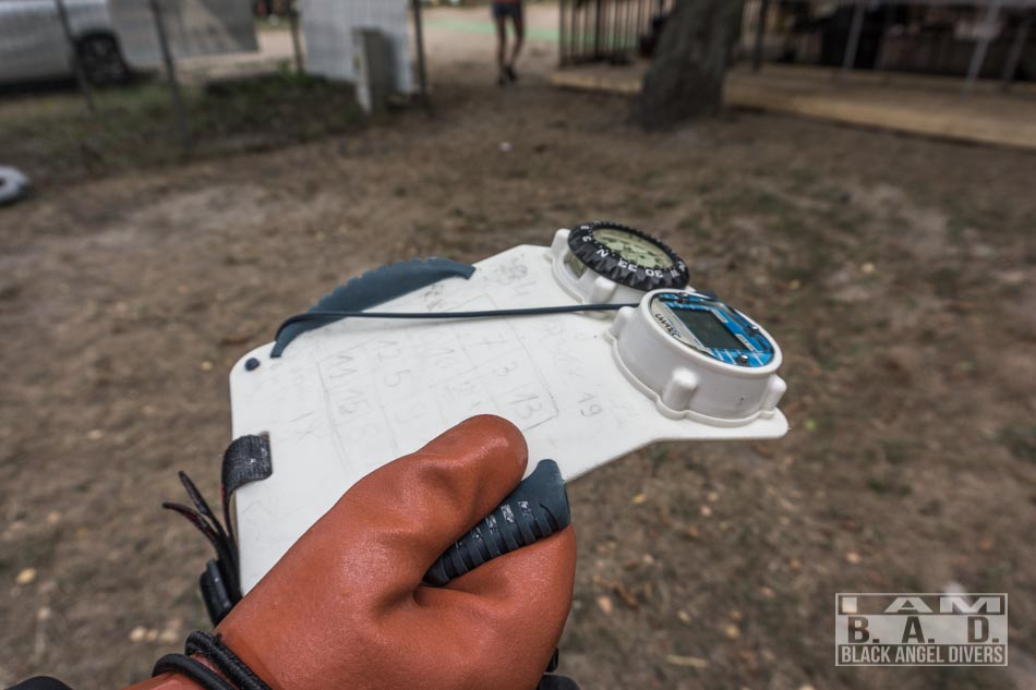 Nauka korzystania z kompasu na kursie nawigacji podwodnej